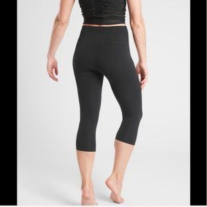 Athleta Elation Capri with powervita black size MP